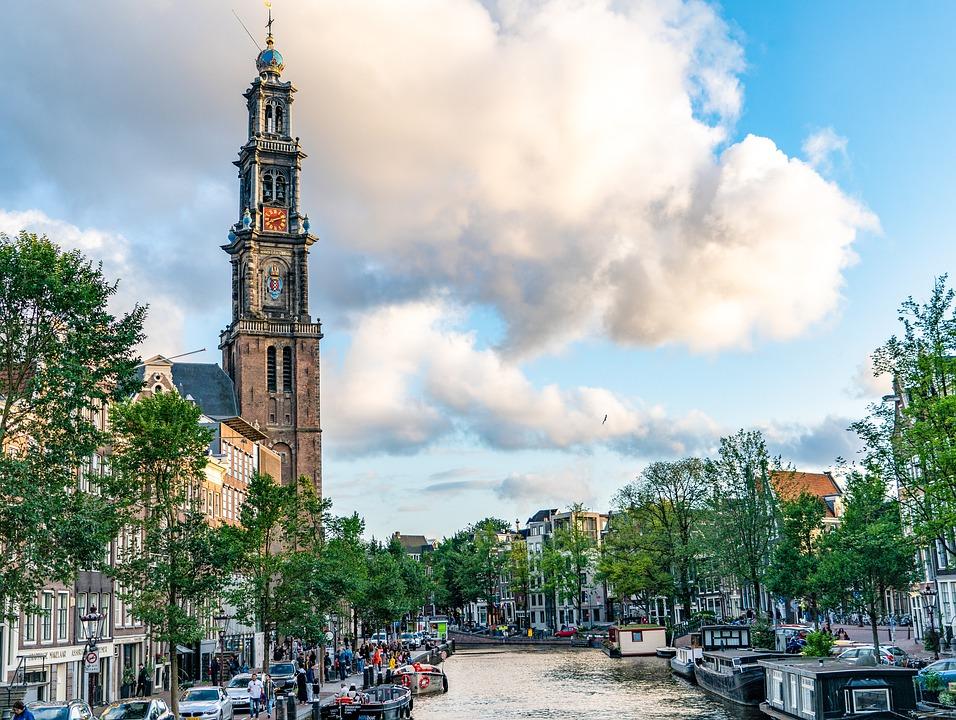 Wieża kościoła zachodniego - punkt charakterystyczny na mapie Amsterdamu