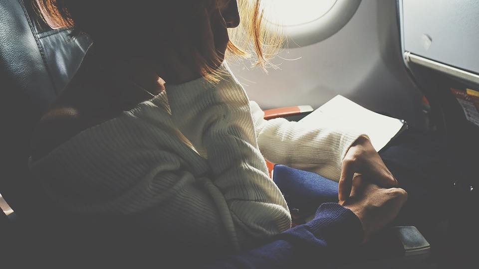 Najlepsze miejsce w samolocie przy turbulencjach - fotel na wysokości skrzydeł